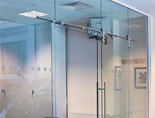 Mẫu cửa kính cường lực đẹp cho văn phòng – bạn biết chưa?