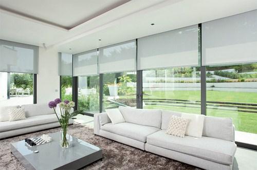 Mẫu cửa kính cường lực đẹp và lạ mắt cho căn phòng khách nhà bạn
