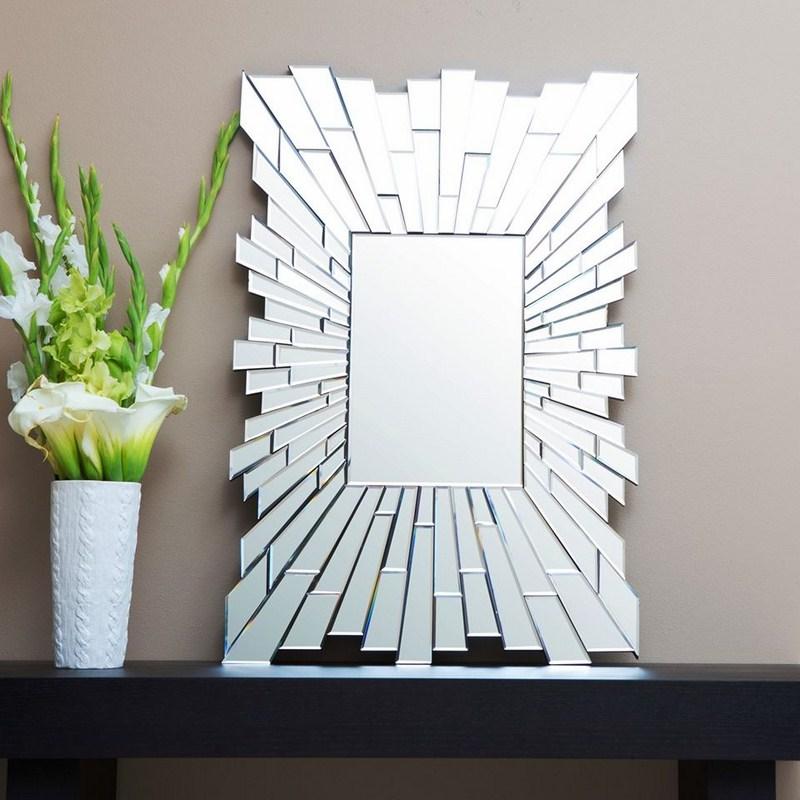 Gương là mảnh thuỷ tinh được tráng vật liệu phản chiếu ở mặt sau