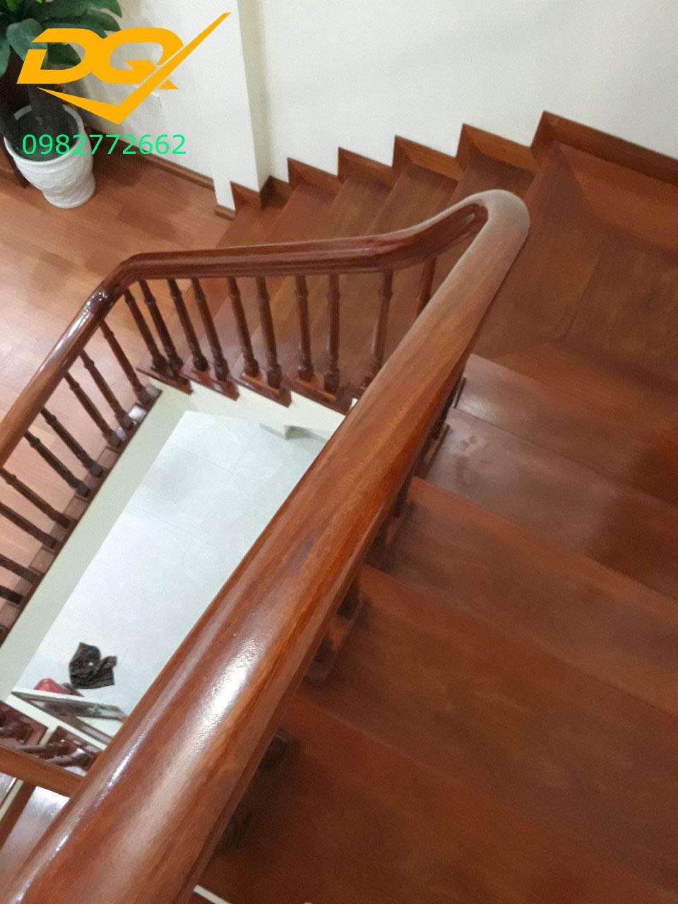 Mẫu cầu thang gỗ#9