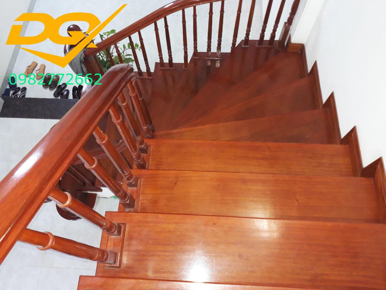 Mẫu cầu thang gỗ#14