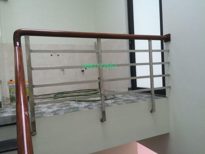 Cầu thang inox tay vịn gỗ#17