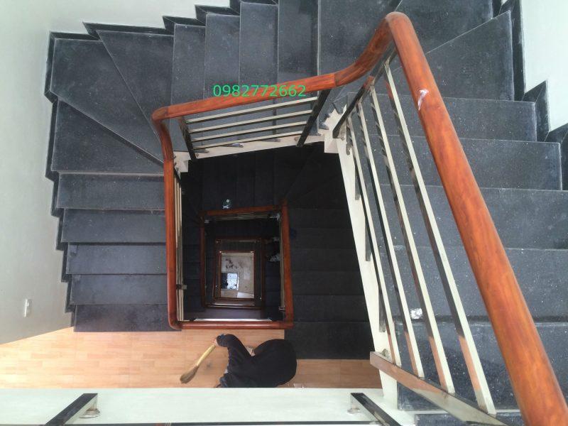 Cầu thang inox tay vịn gỗ#16