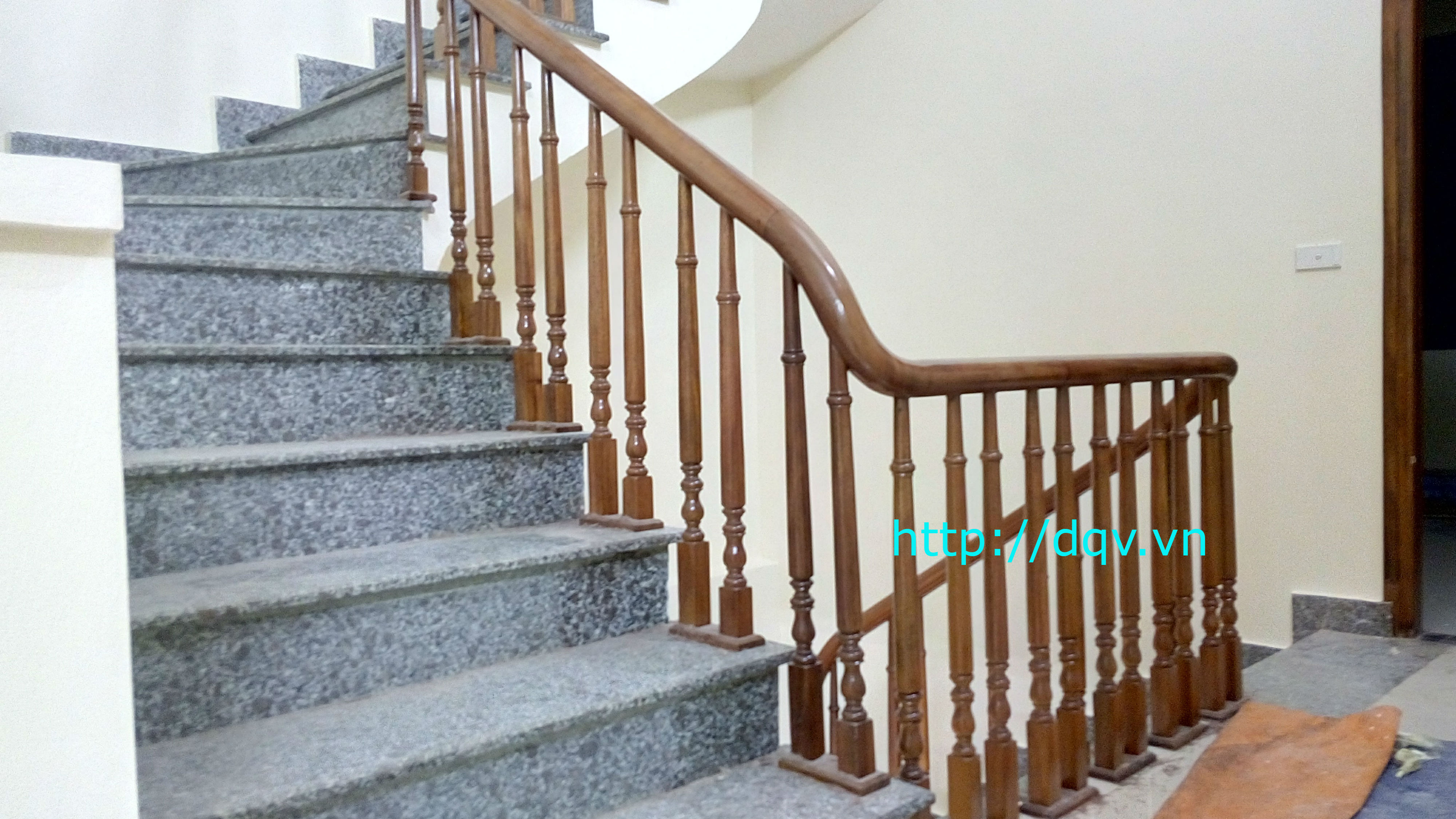 Cầu thang gỗ-2