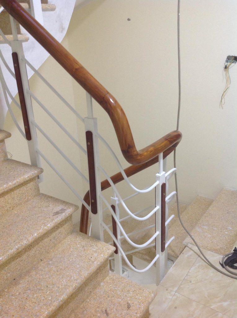Mẫu cầu thang sắt hộp-Mẫu 2
