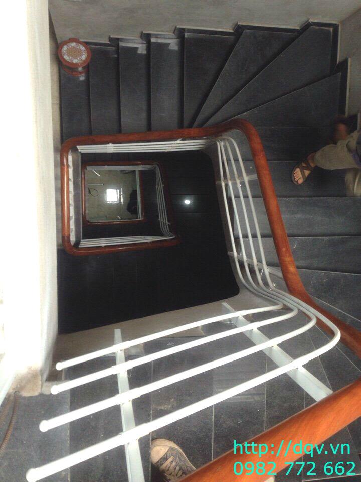 Cầu thang sắt tay vịn gỗ#3