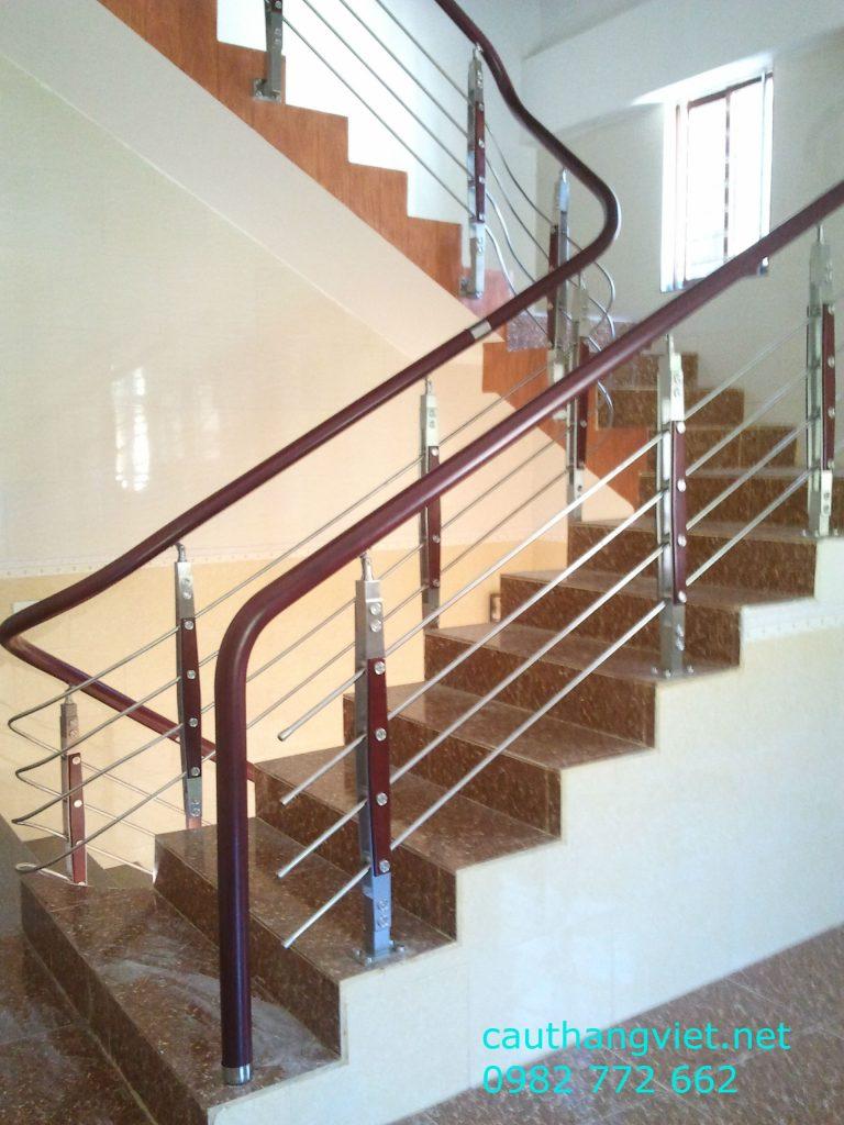 Cầu thang inox tay vịn gỗ đẹp-mẫu 5