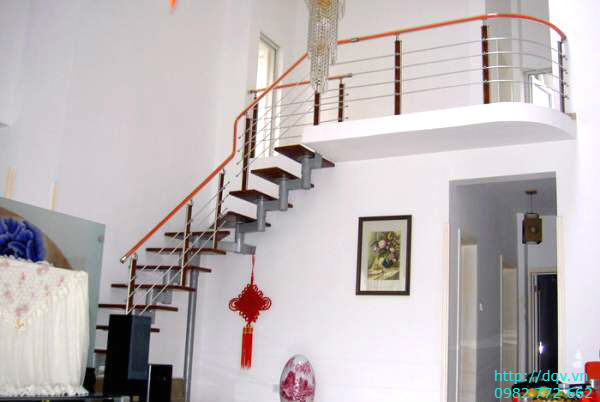 Cầu thang lên gác xép#3