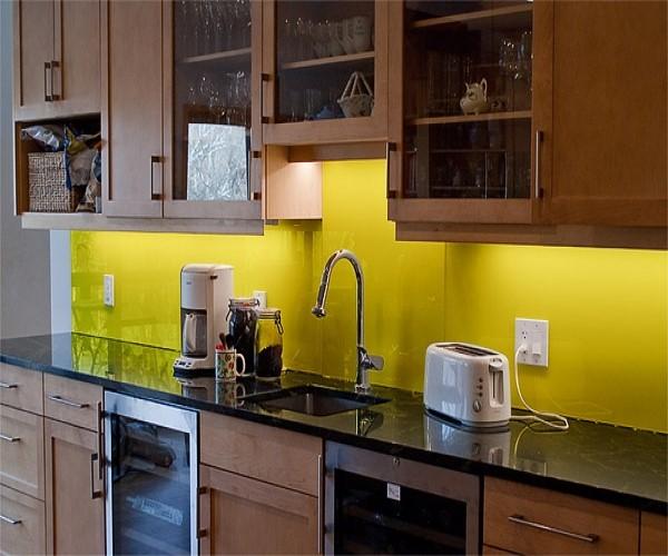 Kính ốp tường bếp màu vàng chanh đẹp#2