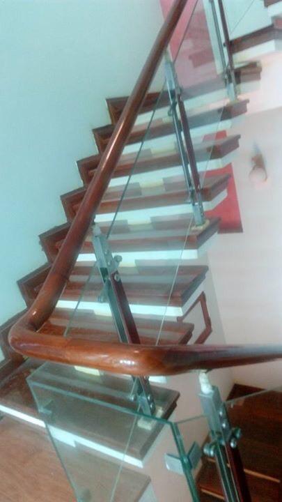 Mẫu cầu thang phòng khách nhà ống đẹp#4