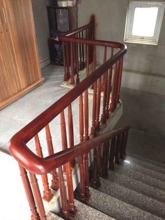 Cầu thang gỗ nghiến
