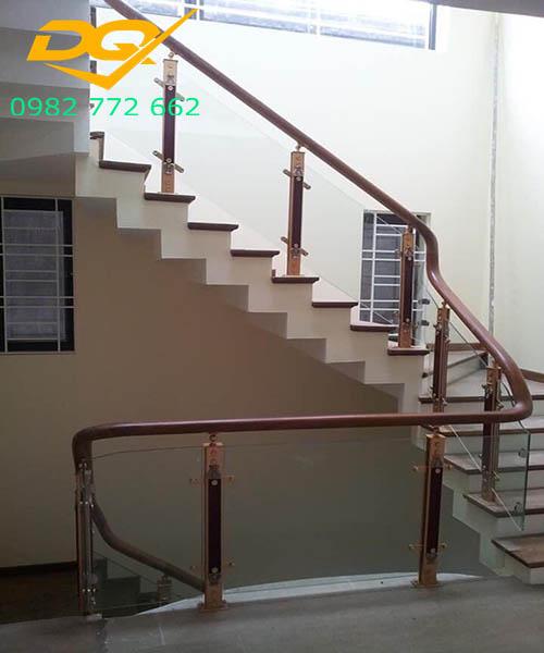 Cầu thang vách kính#2