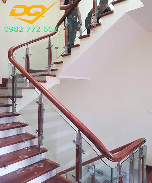 Cầu thang vách kính#4