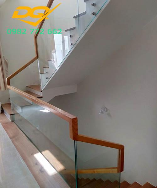 Cầu thang vách kính#6