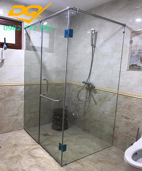 Vách tắm kính inax#2
