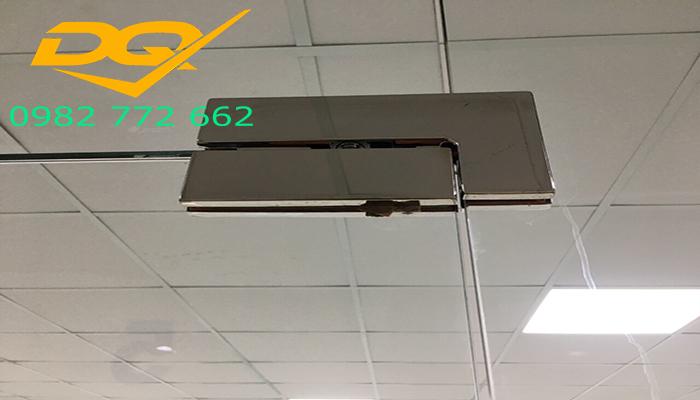 Mẫu cửa kính cường lực 2 cánh đẹp 2019