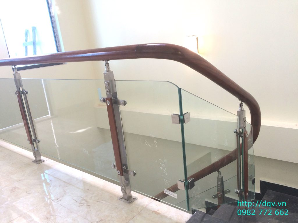 Cầu thang kính cường lực tay vịn gỗ#13