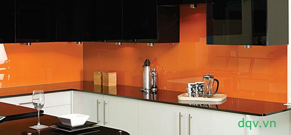 kính màu ốp bếp vàng cam