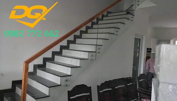 Cầu thang pad kính cường lực-Mẫu 7