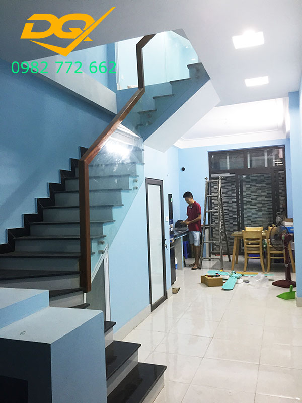 Cầu thang pad kính cường lực-Mẫu 6
