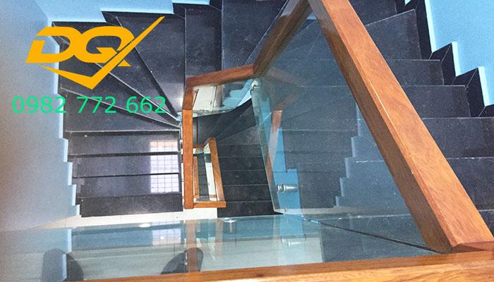 Cầu thang pad kính cường lực-Mẫu 8