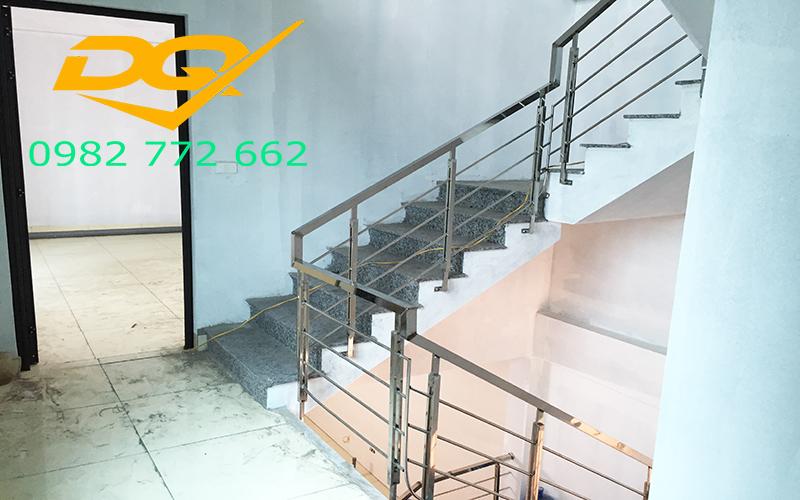 Cầu thang inox-Mẫu 16