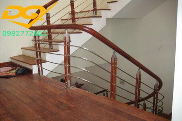 Cầu thang inox-Mẫu 7