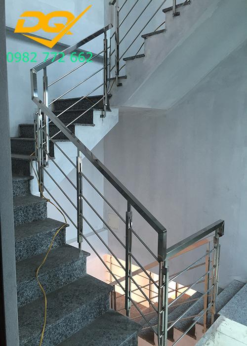 Cầu thang inox-Mẫu 17