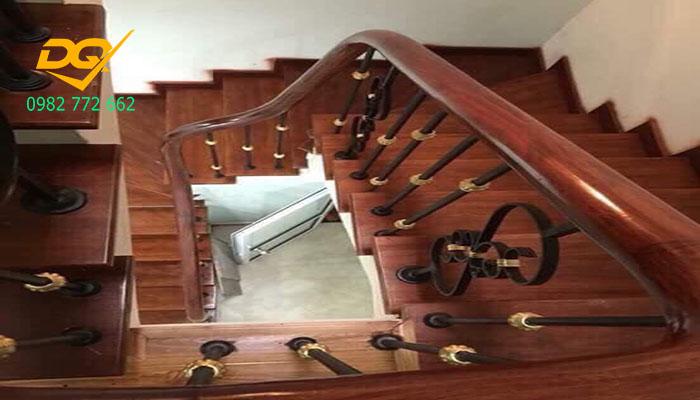 Cầu thang sắt tay vịn gỗ#11