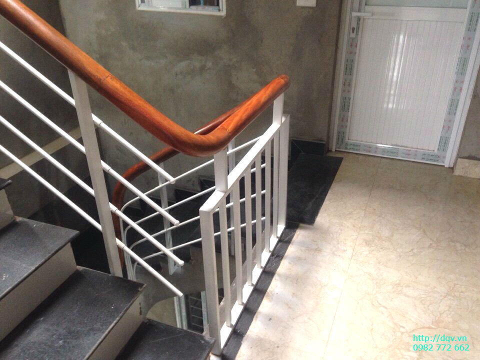 Cầu thang sắt tay vịn gỗ#2
