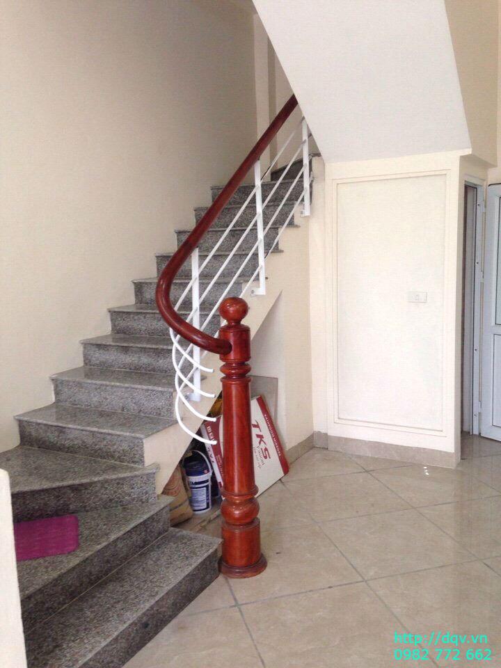 Cầu thang sắt tay vịn gỗ#5
