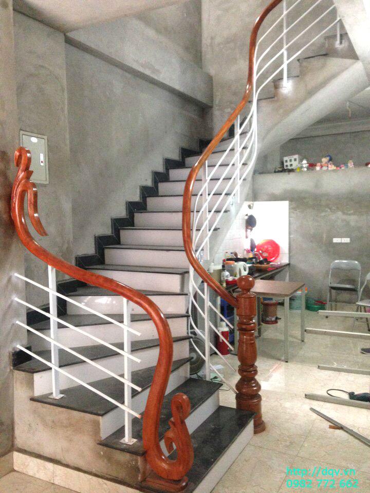 Cầu thang sắt tay vịn gỗ#1