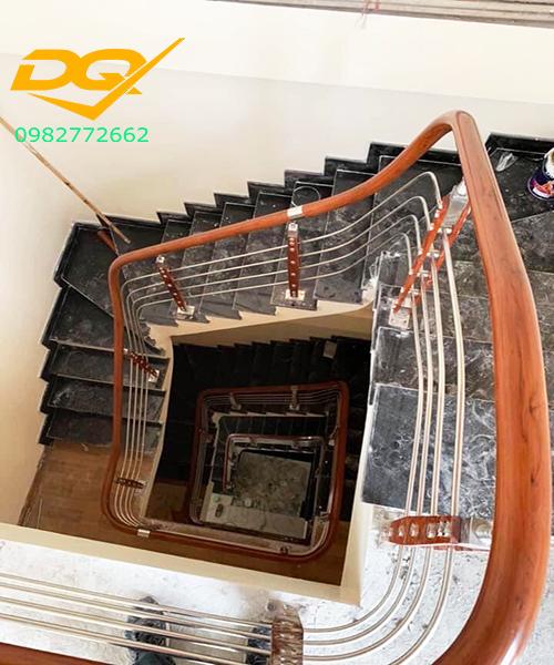 Cầu thang inox-Mẫu 20