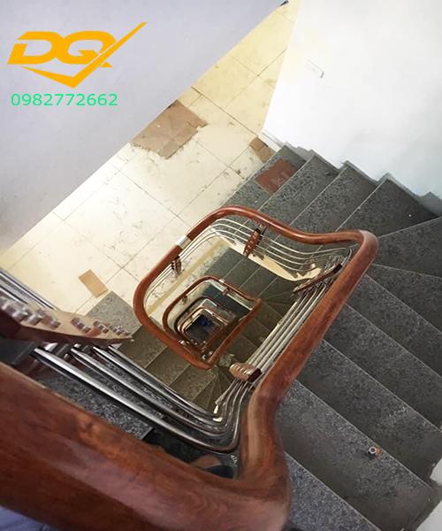 Cầu thang inox-Mẫu 21