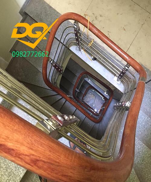 Cầu thang inox-Mẫu 22