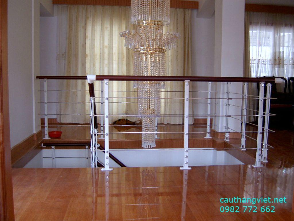 Cầu thang inox tay vịn gỗ đẹp-mẫu 4