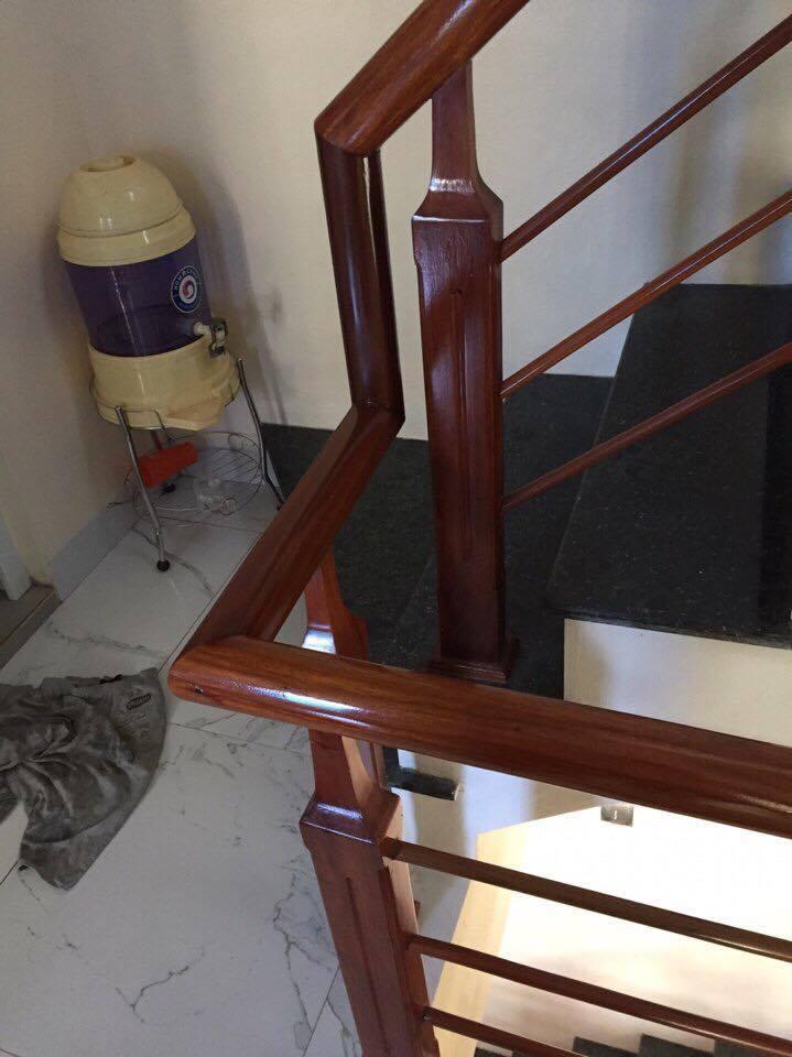 Mẫu cầu thang gỗ song luồn lim nam phi#5