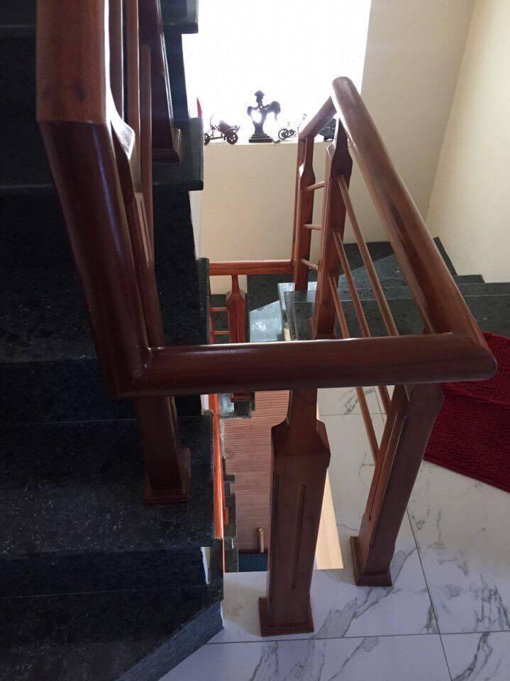 Mẫu cầu thang gỗ song luồn lim nam phi#9