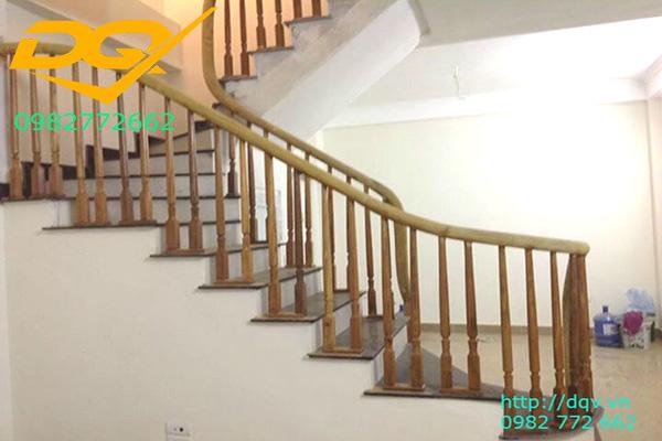 Mẫu cầu thang gỗ tự nhiên vuông lim nam phi đẹp 2020#6