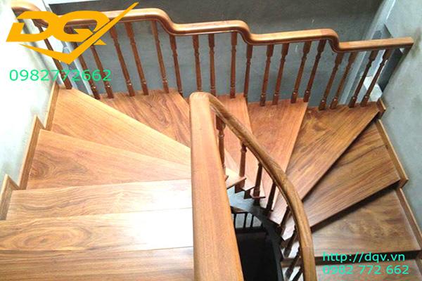 Mẫu cầu thang gỗ tự nhiên vuông lim nam phi đẹp 2020#8