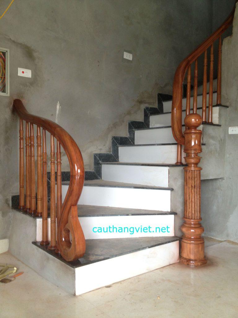 Mẫu cầu thang gỗ vuông #5
