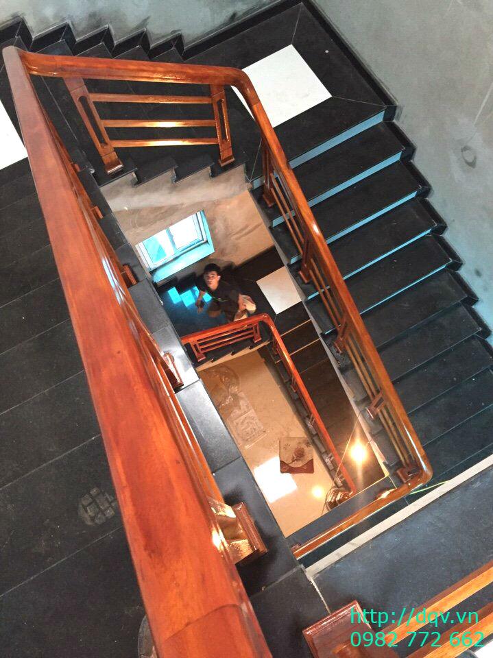 Mẫu cầu thang gỗ song luồn lim nam phi#2
