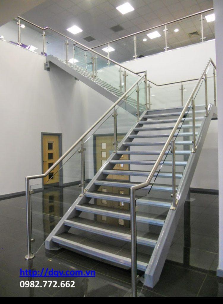 Cầu thang kính-Mẫu 11