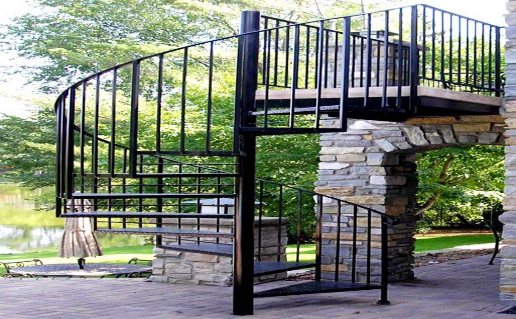 Cầu thang hoa sắt