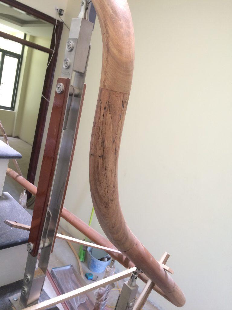 Mẫu cầu thang gỗ kết hợp với inox 304 đơn giản đẹp giá rẻ#1