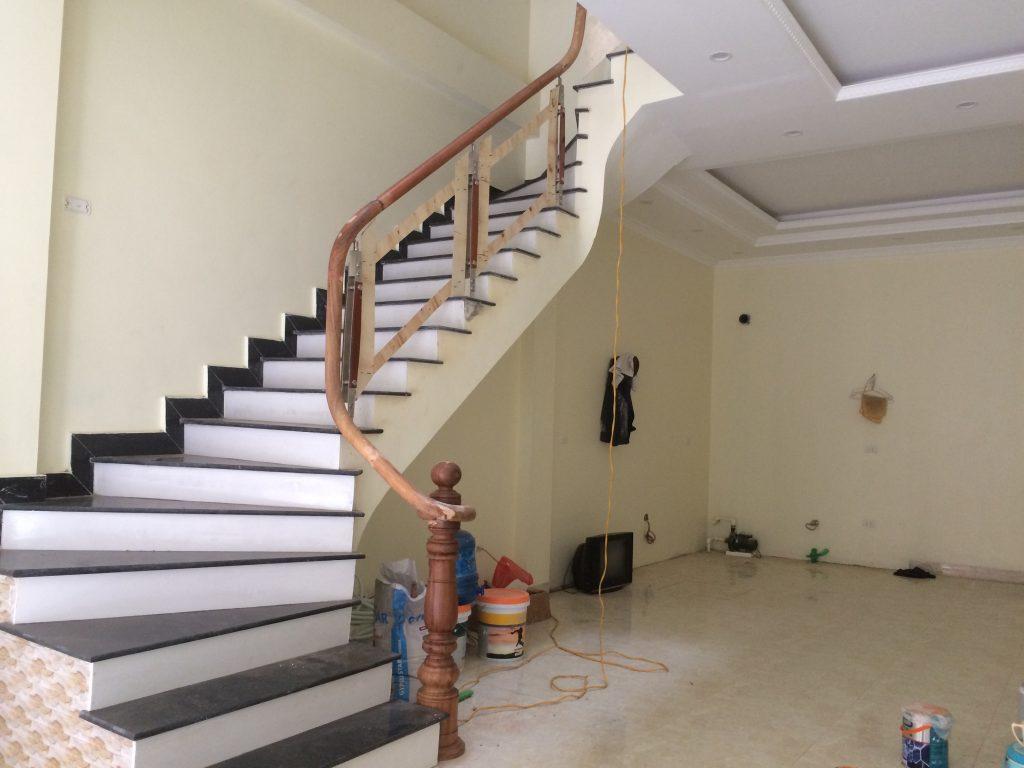 Mẫu cầu thang gỗ kết hợp với inox 304 đơn giản đẹp giá rẻ#3