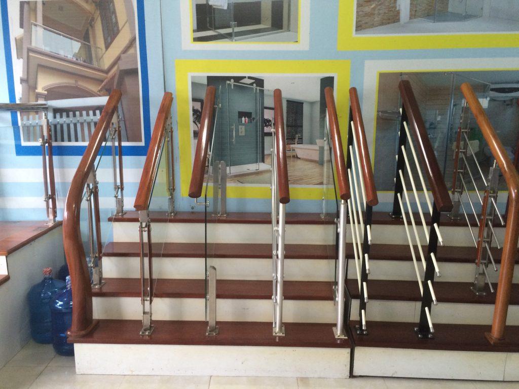 Mẫu cầu thang gỗ kết hợp với inox 304 đơn giản đẹp giá rẻ#5