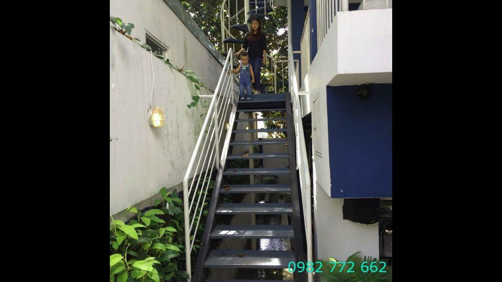 Cầu thang sắt#1