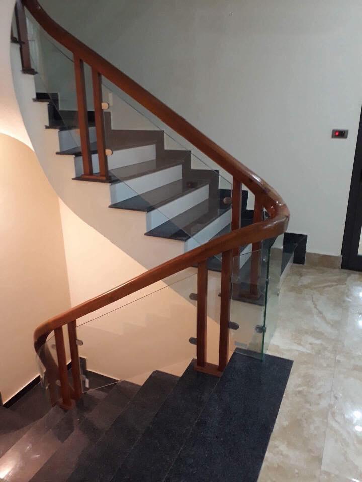 Cầu thang vách kính#1