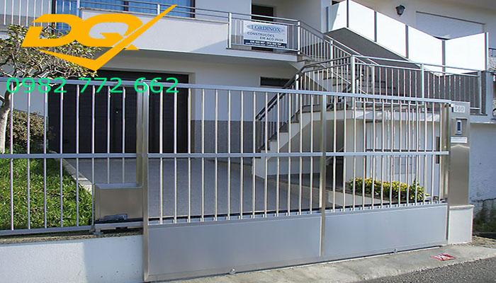Phần lớn các mẫu hàng rào inox hiện đại chỉ là sự kết hợp của cột trụ với thanh inox hoặc lưới inox